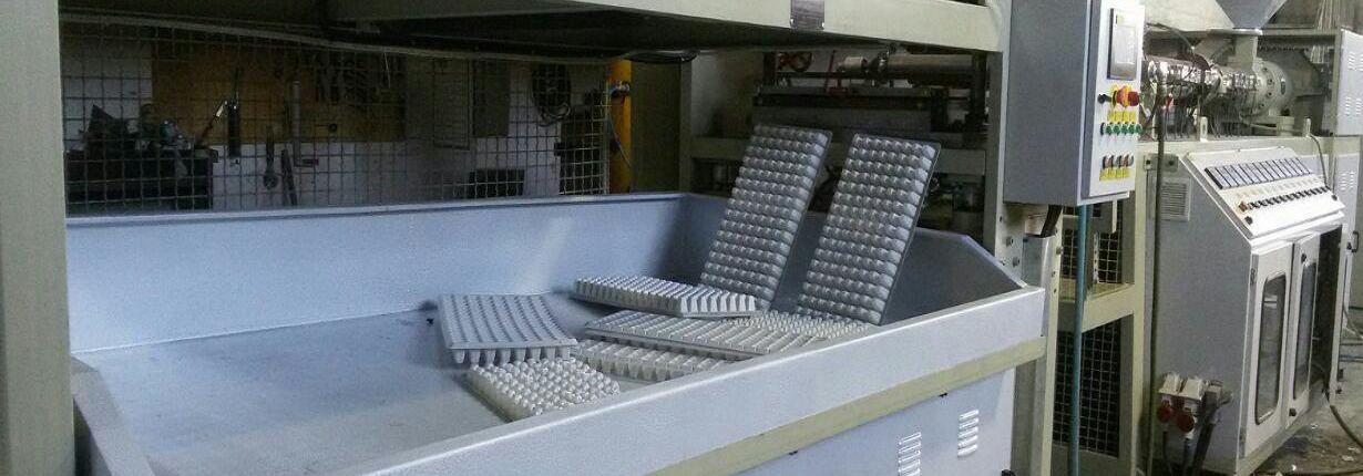دستگاه ظروف یکبارمصرف نیمه فرمینگ
